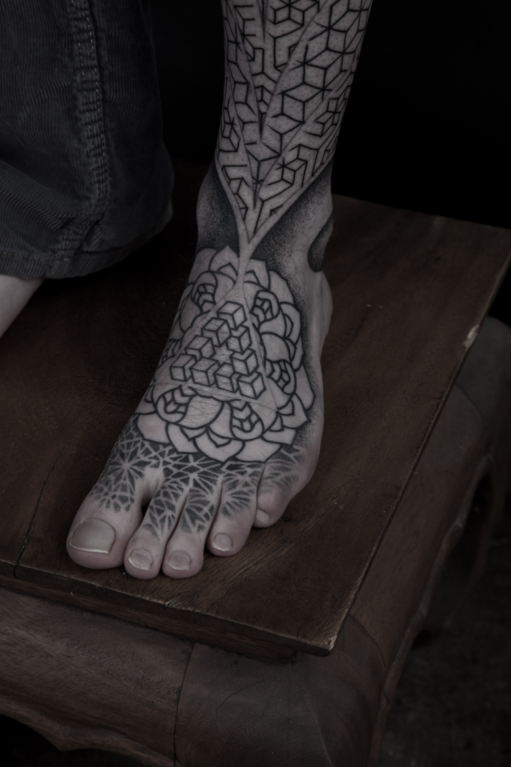Geometric pattern leg sleeve thomas hooper july 11 2010005 for Why did lou leave tattoo fixers