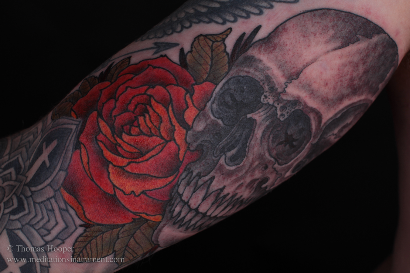 Alnepo Buzz: skull and rose tattoo